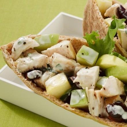 Pita con insalata di pollo e sciroppo d'acero