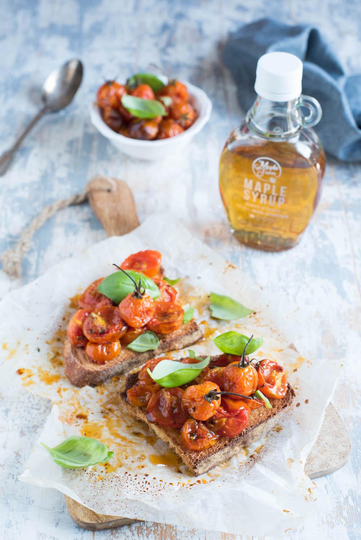 Bruschette con pomodorini confit