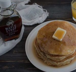 Pancake classici con sciroppo d'acero